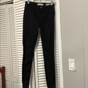 Black low rise jeggins in size 25